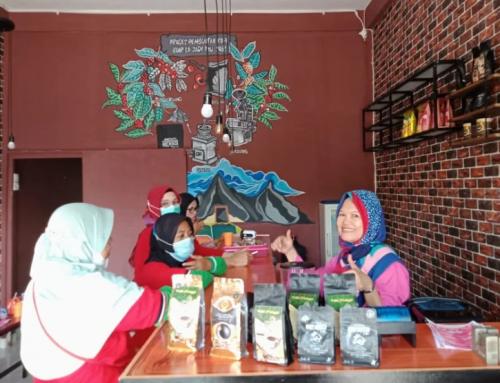 """Pemasaran Kopi dan Produk UMKM Binaan LPB PAKIGA melalui Cafe """"Cerite Kite"""""""